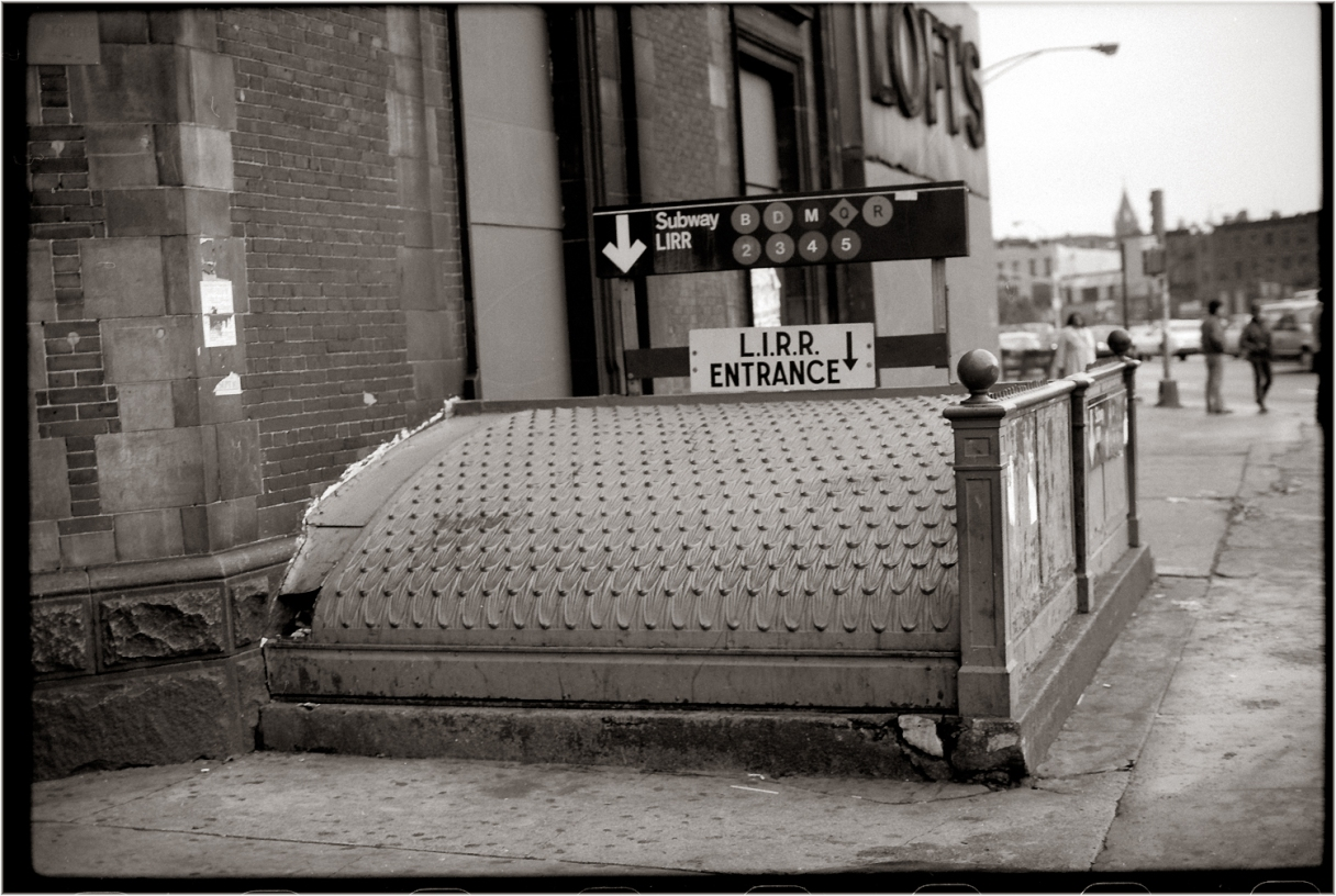 L.I.R.R.-SubwayEntrance-Brooklyn-1985