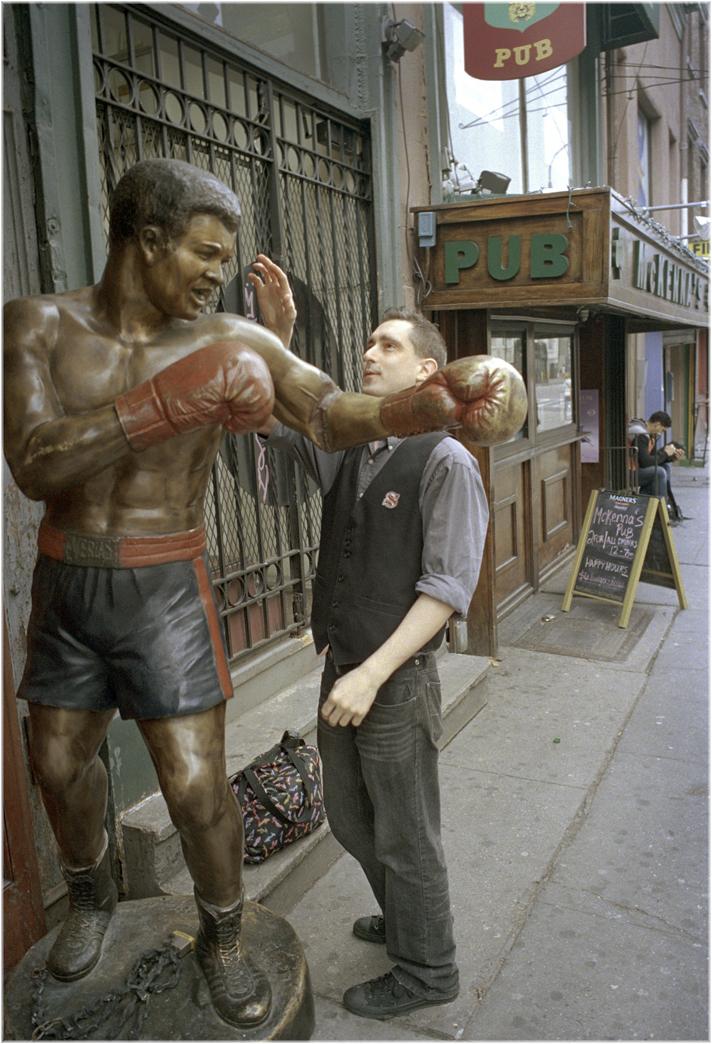 boxer-statue