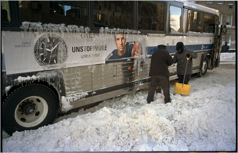 bus-stuck-blizzard-nyc