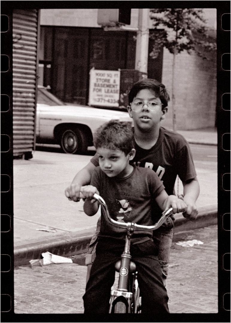 no-helmets-kids-bicycles
