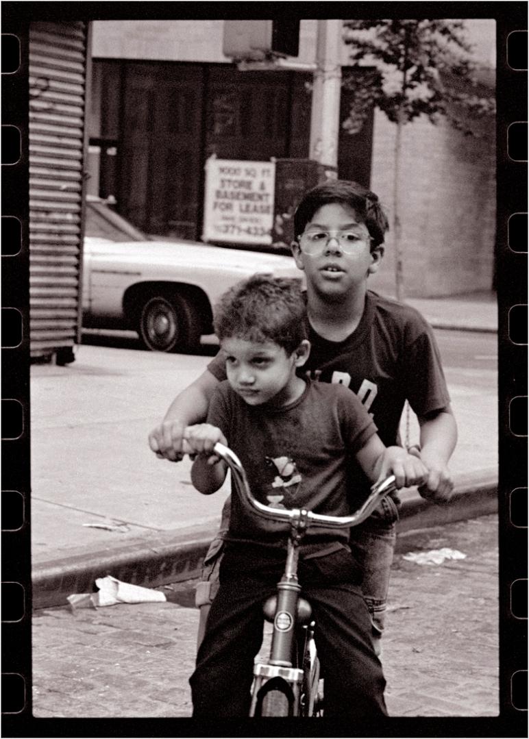 no-helmets-kids-bicycles