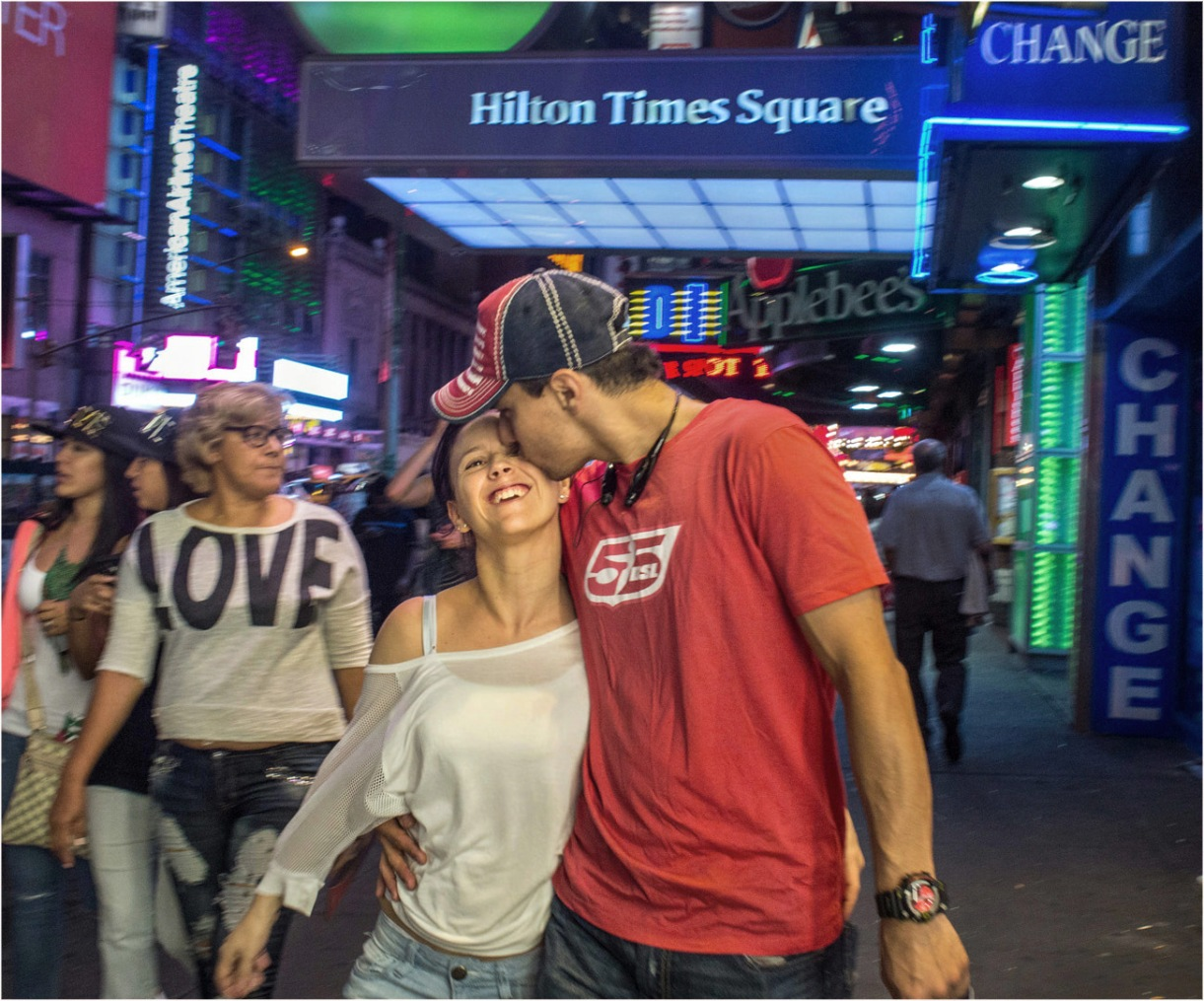 kiss-times-sq-teens