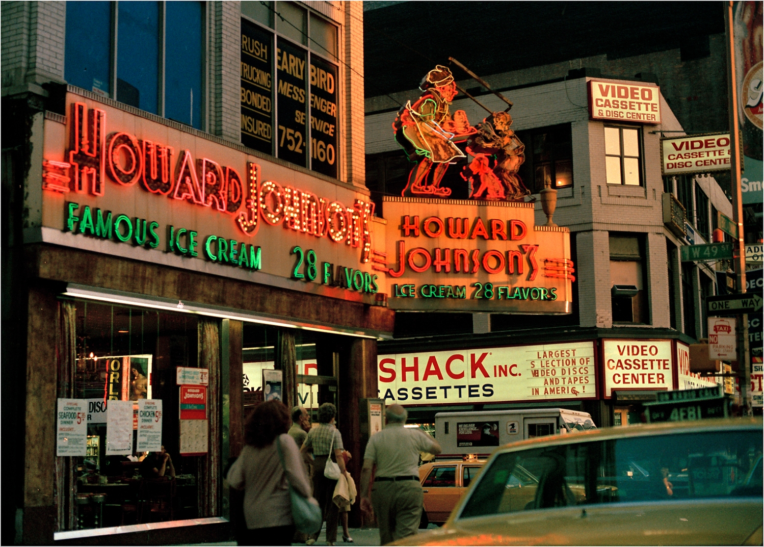 howard-Johnsons-neon-nyc