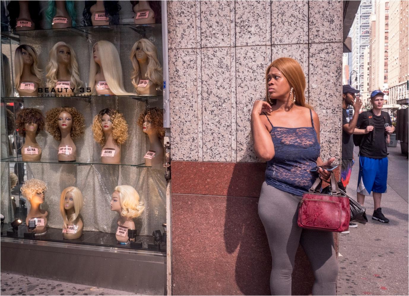 8th-black-lady-wig-store-3