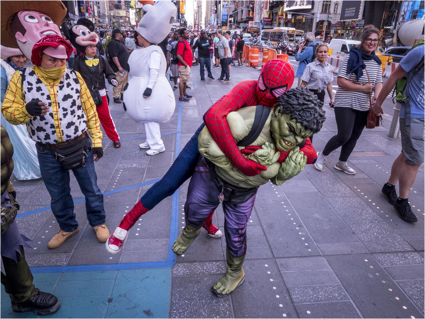 times-spiderman-tackles-hulk-fight-copy-2